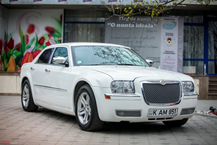 Chrysler C300 белые