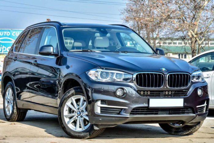 BMW X5 negru (gri închis)